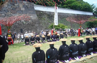 There are some events held such as exhibitions of Important Intangible Folk Cultural Properties.  ※The contents of exhibitions change every year.