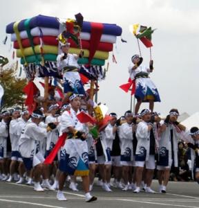 향토 예능이나 댄스 이벤트 , 먹거리 코너 등 각종 행사가 풍성.